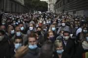 코로나19 사망자 100만 명인데…유럽은 재봉쇄 놓고 갈등