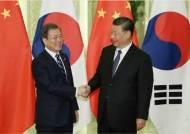 폼페이오 불지르면 왕이가 가서 불끈다…요즘 중국이 외롭다