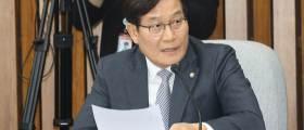 """與신동근 """"월북은 반국가 중대범죄...朴정부땐 우리군이 사살했다"""""""