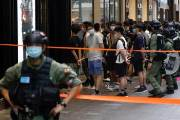 시위 사라진 홍콩...그 자리엔 피리 소리만 남았다