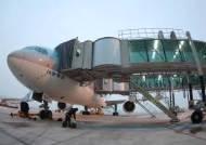 [강갑생의 바퀴와 날개] 내 비행기는 왜 버스타고 가서 탈까? 탑승구 배정의 원칙