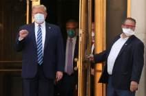 [서소문사진관] 이중 마스크에 고글까지···안 나은 트럼프 퇴원, 수행원들 긴장