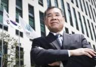 """37년 검사 뼈있는 퇴임사 """"절체절명 위기, 정치적 압박 심각"""""""