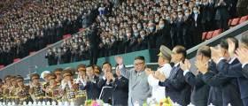 김정은, <!HS>열병식<!HE> 참가자와 기념사진…집단체조 공연도 관람