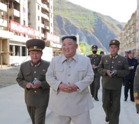 김정은, 함남 검덕지구 <!HS>태풍<!HE>피해 복구현장 시찰