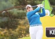 국내 여자 골프 시즌 마지막 메이저 첫날, 우승후보 대거 톱10 출발