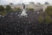"""잔혹한 교사 참수에 """"나도 교사""""…프랑스 수만 명 거리 나왔다"""