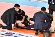 프로배구 경기 도중 선수 후송 늦어져… 안전 불감증 대두