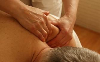 [더오래]집에서 할 수 있는 어깨 통증  치료법