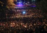 """태국 정부, 시위 열기에 한발 물러서 … """"비상조치 철회"""""""