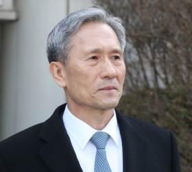 <!HS>김관진<!HE>, '군 댓글공작 관여' 2심서 징역 2년4개월