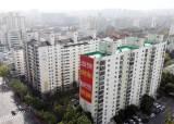 """목동 아파트에 걸린 붉은 문구…""""죽기 전에 재건축"""""""