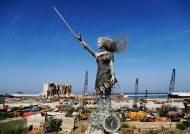 베이루트 폭발 잔해로 만든 여성 조형물...'그 날을 기억하며'