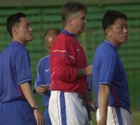 2002년 <!HS>히딩크<!HE> 사단, 박항서의 베트남에 헤쳐모여