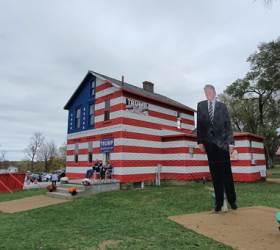 """""""<!HS>선거<!HE>는 늘 여기서 끝난다""""…'트럼프 하우스' 북적이는 이곳"""