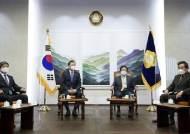 """文 """"청문회 기피해 인재 모시기 어렵다""""…청문회법 개정 요청"""