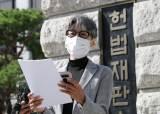 """'민주당만 빼고' 칼럼 쓴 임미리 """"文, 추미애·윤석열 해임하라"""""""