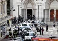 """佛 이번엔 니스 성당서 참수테러...범인 아랍어로 """"신은 위대하다"""""""