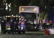 19t 트럭 돌진해 86명 사망···4년 만에 또 테러 당한 佛니스