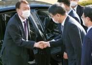 """""""이쯤되면 대권 도전은 숙명""""···빅3 뜬 윤석열에 檢 술렁인다"""