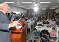 김해신공항 안되면 가덕도라고?…공항 뒤덮은 정치적 꿍꿍이
