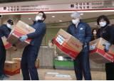 """연 370만개 우체국 택배 박스에 뚫린 구멍 손잡이…與 """"모든 택배로 확대"""""""