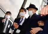 광주지법 정문 '사죄하라' 시위…전두환은 후문으로 들어가