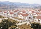 [사진] <!HS>북한<!HE> 수재민 입주용 새집