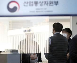 """""""원전파일 지우자""""""""주말 어떤가""""""""이왕이면 제목도""""…3인의 작당"""