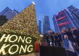 """""""쇼핑하면 돈 주겠다"""" 눈물의 호소···쇼핑 천국 홍콩의 추락"""