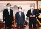 박병석 국회의장 사이에 두고···이낙연·김종인 '공수처법 공방'