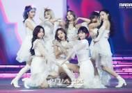 """JYP 측 """"트와이스 전원 코로나19 음성…사나 18일까지 격리""""[공식]"""