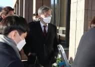"""한동수, 尹 징계위 증인출석...취재진 질문에 """"거리 지켜달라"""""""