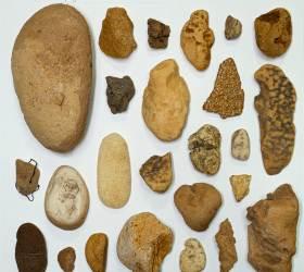 돌인데 돌이 아닌…해변에 나타난 '뉴락(NEW ROCK)'의 정체