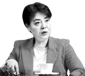 """""""文 백신 지시"""" 靑 해명에···윤희숙 """"질본이 말 안들었단 건가"""""""