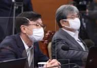 """靑 '원투펀치'의 동반 사퇴···與서도 """"거취결정 너무 늦었다"""""""