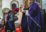 연꽃 위에 서 있는 예수상…티베트에 가톨릭 성당 있는 이유