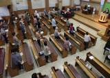 7번 고발에도 교회 600명 대면예배 강행…지자체는 늑장대응