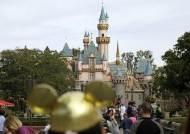"""美 디즈니랜드, 백신 접종센터로 변신 …""""놀이동산에서 백신을"""""""