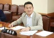 """""""약속 잊은 대통령, 국민 갈라놨다"""" 민주당 탈당한 백종훈"""