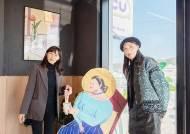 유명 그림·조각·조형물까지…쇼핑매장에 전시관 만드니 벌어진 일