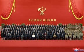 """김정은, 신임 당 구성원과 기념촬영하며 격려…""""이민위천 뼛속 깊이 새겨라"""""""