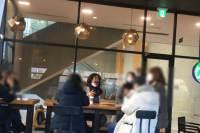 카페서 턱스크 대화, 5인 금지 위반…시민에 신고당한 김어준