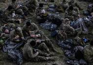 풀밭 취침후 피자먹는 주방위군…여긴 전쟁터 아닌 워싱턴DC