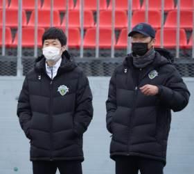 """<!HS>박지성<!HE> 전북 전지훈련 방문…""""언제든 연락 달라"""""""