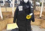 또 모욕 당한 '평화의 소녀상'…日 패딩 입히고 오물 투척