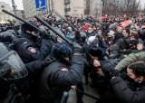 """바이든-푸틴 충돌하나…크렘린 """"나발니 석방 시위, 美가 부추겨"""""""