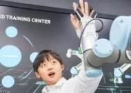 [소년중앙] 치킨 튀기고 커피 내리고 인간 도우려 주방 진출한 로봇, 푸드봇