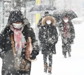 내일 전국 눈 내린 뒤 얼어붙는다…시속 70㎞ <!HS>태풍<!HE>급 강풍 예상