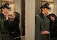 나치 장교 마네킹 포옹한 걸그룹 '여자친구' 소원…결국 사과
